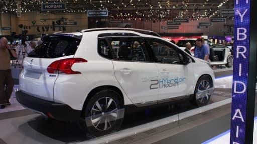 La Peugeot 2008 Hybrid Air au salon de Genève 2013.