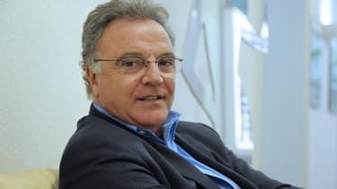 Pour Alain Afflelou, si les objectifs initiaux laissant supposer un développement plus rapide n'ont pu se réaliser, l'unique raison est le manque d'audioprothésistes diplômés.