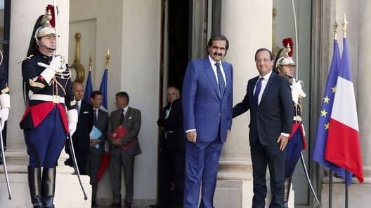 L'émir du Qatar en compagnie de François Hollande, le 22 août 2012, à l'Elysée.