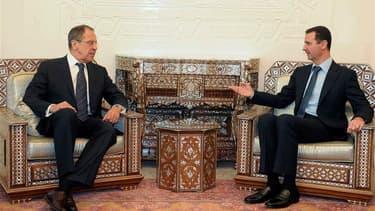 Le ministre russe des Affaires étrangères Sergueï Lavrov a dit mardi avoir obtenu à Damas la promesse de Bachar al Assad de mettre fin au bain de sang en Syrie, mais Occidentaux et pays arabes multiplient les initiatives pour isoler le gouvernement syrien