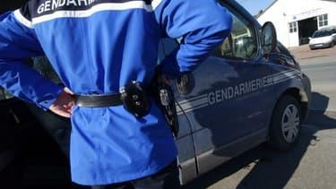 """Mercredi soir, les gendarmes ont forcé la porte du domicile d'une femme, dans lequel ils ont découvert un homme """"poignardé de plusieurs coups de couteau"""" dans une pièce et la femme qui avait """"mis fin à ses jours""""."""