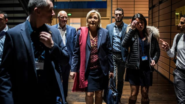 Marine Le Pen précise qu'il ne s'agira pas d'un référendum.