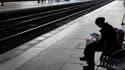 Face à la détermination du gouvernement sur la réforme des retraites, les dépôts de grèves reconductibles se multiplient, notamment dans les transports, où les cheminots s'acheminent vers une mouvement illimité. /Photo d'archives/REUTERS/Pascal Rossignol