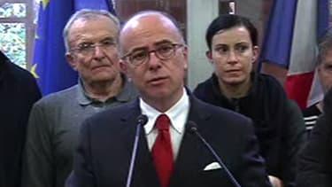 Le ministre de l'Intérieur, Bernard Cazeneuve, s'est exprimé sur les intempéries dans le Var le 29 novembre 2014.