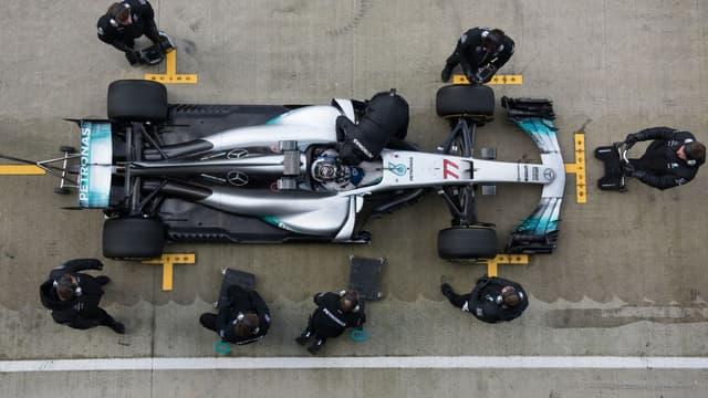 La nouvelle Mercedes W08 lors d'essais à Silverstone au Royaume-Uni