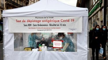 Un centre de dépistage du coronavirus à Paris, le 23 novembre 2020.