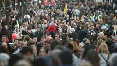 Les salariés français sont de plus en plus nombreux à travailler pour de grandes groupes, mais dans des sites qui se font plus petits, selon une étude diffusée par l'Insee. L'étude distingue les grandes entreprises, qui englobent une ou plusieurs sociétés