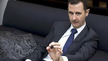 Bachar al Assad lors d'une interview en juin dernier. Les rebelles disent avoir pris pour cible jeudi le convoi du président syrien alors qu'il se rendait dans une mosquée de Damas pour la fête musulmane de l'Aïd el Fitr et la télévision publique syrienne