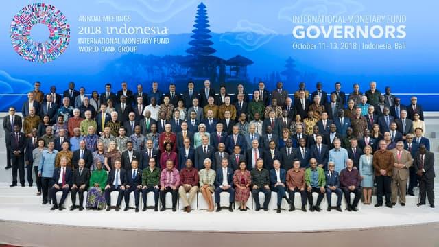 Les membres du Comité monétaire et financier international (IMFC), l'instance politique du FMI, lors de la réunion annuelle du Fonds à Bali (Indonésie).