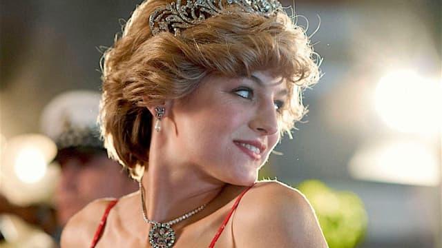 """Emma Corrin dans le rôle de Diana, """"The Crown"""", saison 4."""