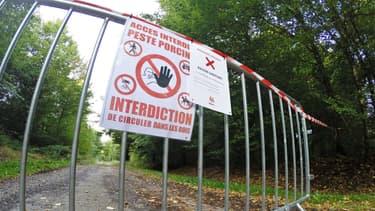 Un panneau d'interdiction, le 22 septembre dernier à Saint-Léger-Les-Mélèzes
