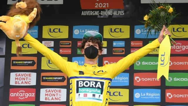 L'Autrichien Lukas Postlberger, nouveau maillot jaune de leader, après avoir remporté la 2e étape du Critérium du Dauphiné, disputée entre Brioude et Saugues, le 31 mai 2021