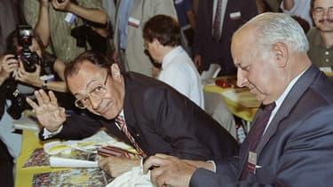 """Élu premier secrétaire du PS en avril 1993, Michel Rocard aura échoué à fédérer les """"éléphants"""" du parti autour de lui. Ici l'ex-Premier ministre le 2 juillet 1993 avec Claude Estier."""