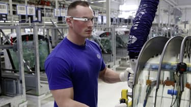 Certains salariés de l'usine VW sont équipés de lunettes 3D intelligentes
