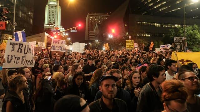 Manifestation contre l'élection de Donald Trump, devant la mairie de Los Angeles, en Californie, le 9 novembre 2016.