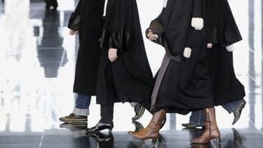 La chambre de l'instruction de la cour d'appel de Poitiers a confirmé le maintien en détention d'une mère de famille de 26 ans, dont les enfants âgés de 4 et 7 ans ont été victimes de mauvais traitements