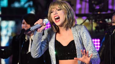 Taylor Swift en plein concert à Times Square, New York, en décembre 2014.