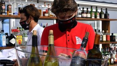 Des barmens masqués, Arcachon, 2 juin 2020