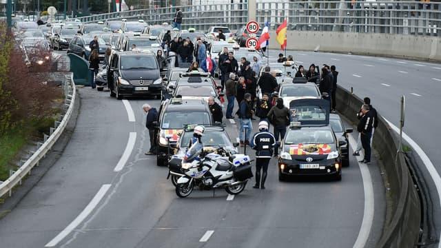 Depuis ce matin, des centaines de taxis venus de toute la France et de quelques pays d'Europe bloquent la ville rose. Ils réclament entre autres, la fin du statut de VTC.