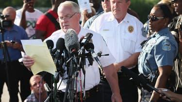 Le chef de la police de Ferguson, Thomas Jackson, annonce ce vendredi le nom du policier qui a abattu un jeune Noir dans cette ville du Missouri.