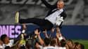 Zinedine Zidane porté en triomphe après le titre du Real