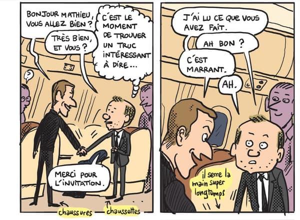 Emmanuel Macron accueillant Mathieu Sapin à bord de l'avion présidentiel