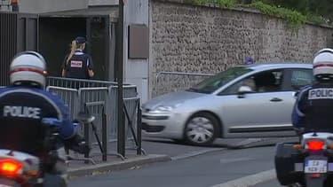 Entrée du convoi qui a transféré dimanche Yassin Salhi dans les locaux de l'antiterrorisme, près de Paris.