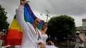 Un militant homosexuel, Ignacio Estrada, 31 ans, a épousé samedi une transexuelle, Wendy Iriepa, 37 ans, à La Havane, une première à Cuba, alors que le même jour était célébré le 85e anniversaire de Fidel Castro. /Photo prise le 13 août 2011/REUTERS/Desmo
