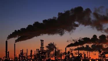 Le Canada va devenir le premier pays à se retirer officiellement du protocole de Kyoto sur les changements climatiques, a annoncé lundi le ministre de l'Environnement, Peter Kent, à son retour de Durban (Afrique du Sud) où vient de s'achever une conférenc