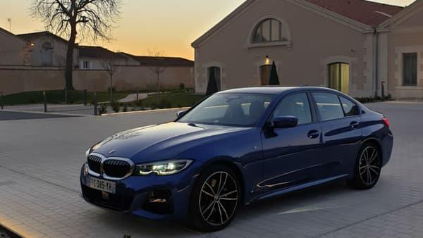 BMW a modernisé le design de la Série 3, mais sans casser les codes. Une recette qui fonctionne depuis plusieurs générations.