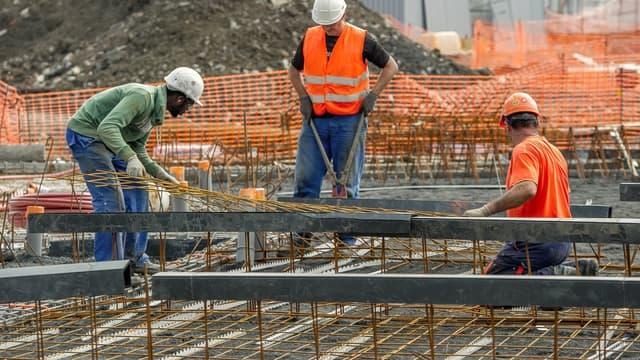 La construction, qui a détruit près de 200.000 postes depuis 2008, a connu sa première année positive en neuf ans.