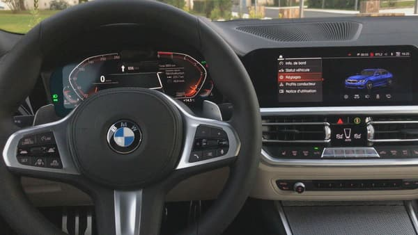 A l'intérieur de la BMW Série 3 2019.