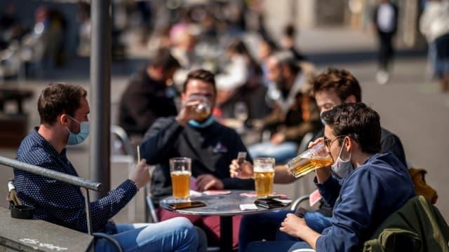 Retour des Suisses en terrasse à Lausanne, le 19 avril 2021