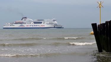 Un navire de MyFerryLink au port de Calais