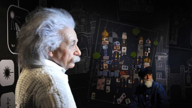 Statue de cire d'Albert Einstein photographié par un visiteur au musée de Madame Tussaut à Vienne.