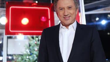 """Michel Drucker sur le plateau de """"Vivement Dimanche"""" en décembre 2012."""
