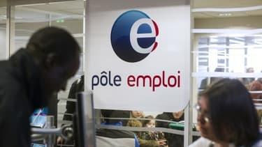 Si l'on compte toutes les aides versées par Pôle Emploi, 812 millions d'euros ont été versés à tort en 2013.