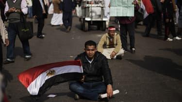 Un manifestant contre le pouvoir en place de Mohamed Morsi, le 1er mars, au Caire.
