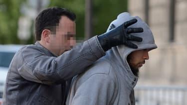 L'agresseur présumé du militaire attaqué samedi 25 mai à La Défense se serait converti à l'islam à la majorité.