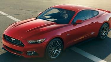"""Le nouveau modèle de Ford Mustang est baptisé """"Mustang 2015""""."""