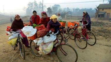 Des vendeuses de légumes népalaises à Surkhet, au Népal, le 7 février 2017