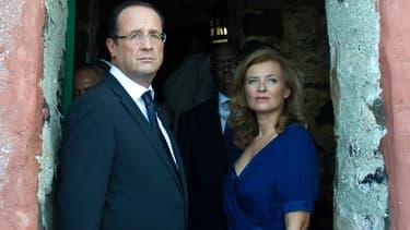 François Hollande et Valérie Trierweiler le 12 octobre 2012 sur l'île de Gorée, près de Dakar.