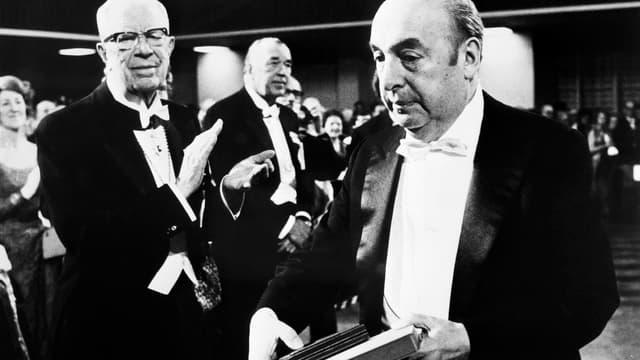Pablo Neruda lors de la remise de son prix Nobel de littérature en 1971.