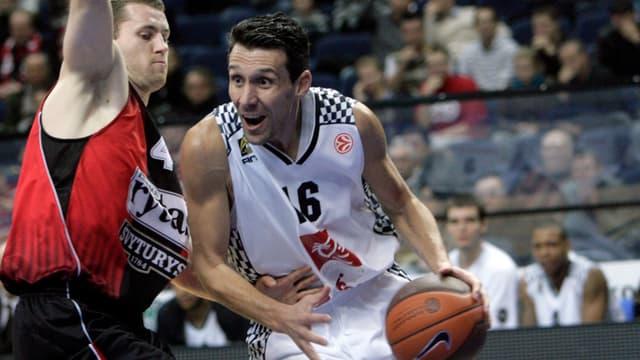 Laurent Sciarra en Euroligue, sous le maillot d'Orléans