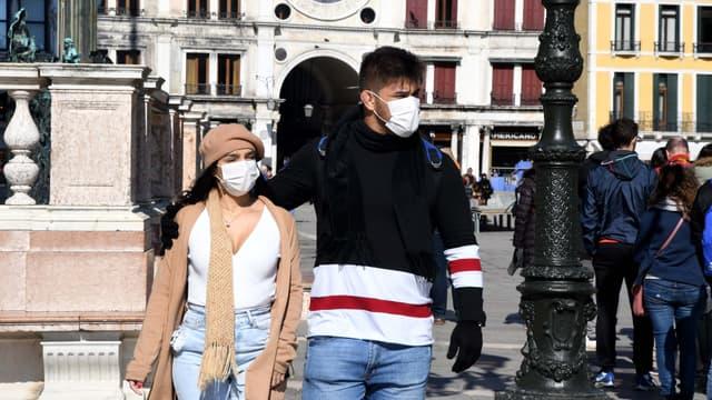 Des touristes à Venise, en Italie.