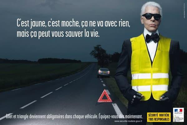 Depuis le 1er octobre 2008, les conducteurs doivent s'équiper d'un gilet jaune et d'u triangle de présignalisation installés dans leur véhicule. Karl Lagerfeld avait participé à la campagne de promotion.