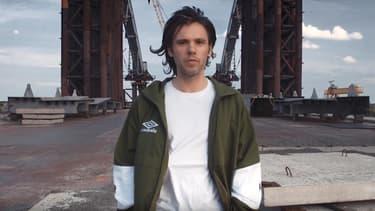 """Le rappeur Orelsan dans le clip de son nouveau morceau, """"Basique""""."""
