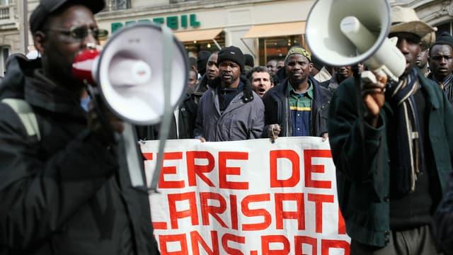 Une manifestation pour les droits des sans-papiers à Paris.