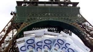 Le Parlement français a adopté définitivement mercredi soir le projet de loi de finances pour 2011 qui prévoit de ramener le déficit public de 7,7% du produit intérieur brut fin 2010 à 6% fin 2011 et 3% fin 2013. /Photo d'archives/REUTERS/Charles Platiau