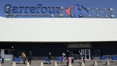 Cet appel à la grève intervient après l'annonce d'un nouveau décès d'un salarié de Carrefour Bercy-2 à Charenton-le-Pont (Val-de-Marne)